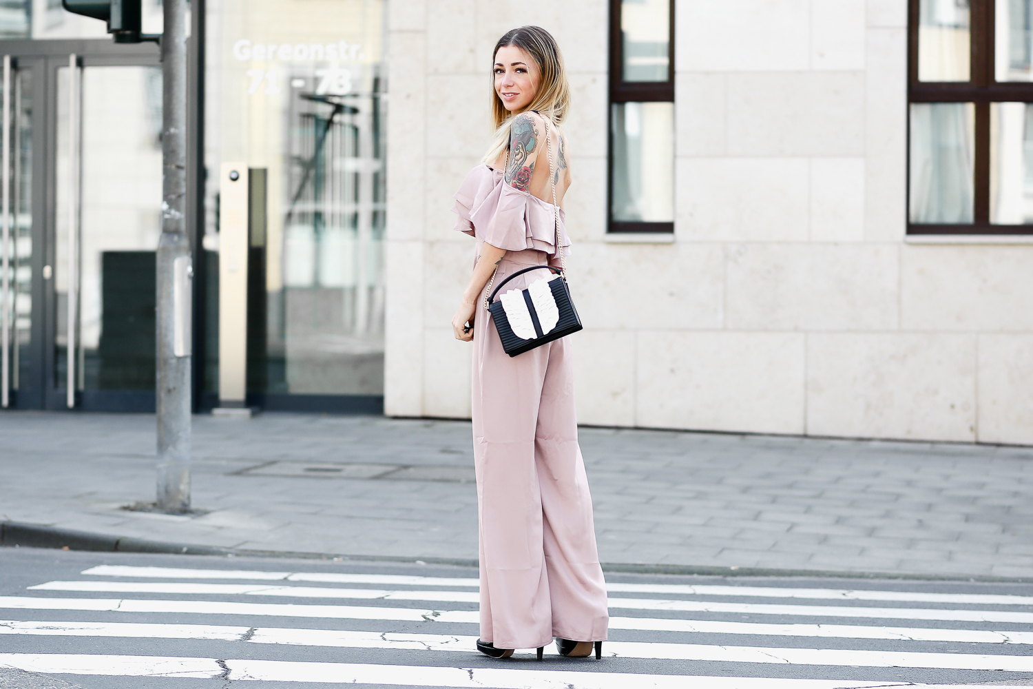 blog-outfit-jumpsuit-moschino-bag-koeln-minamia-ootd