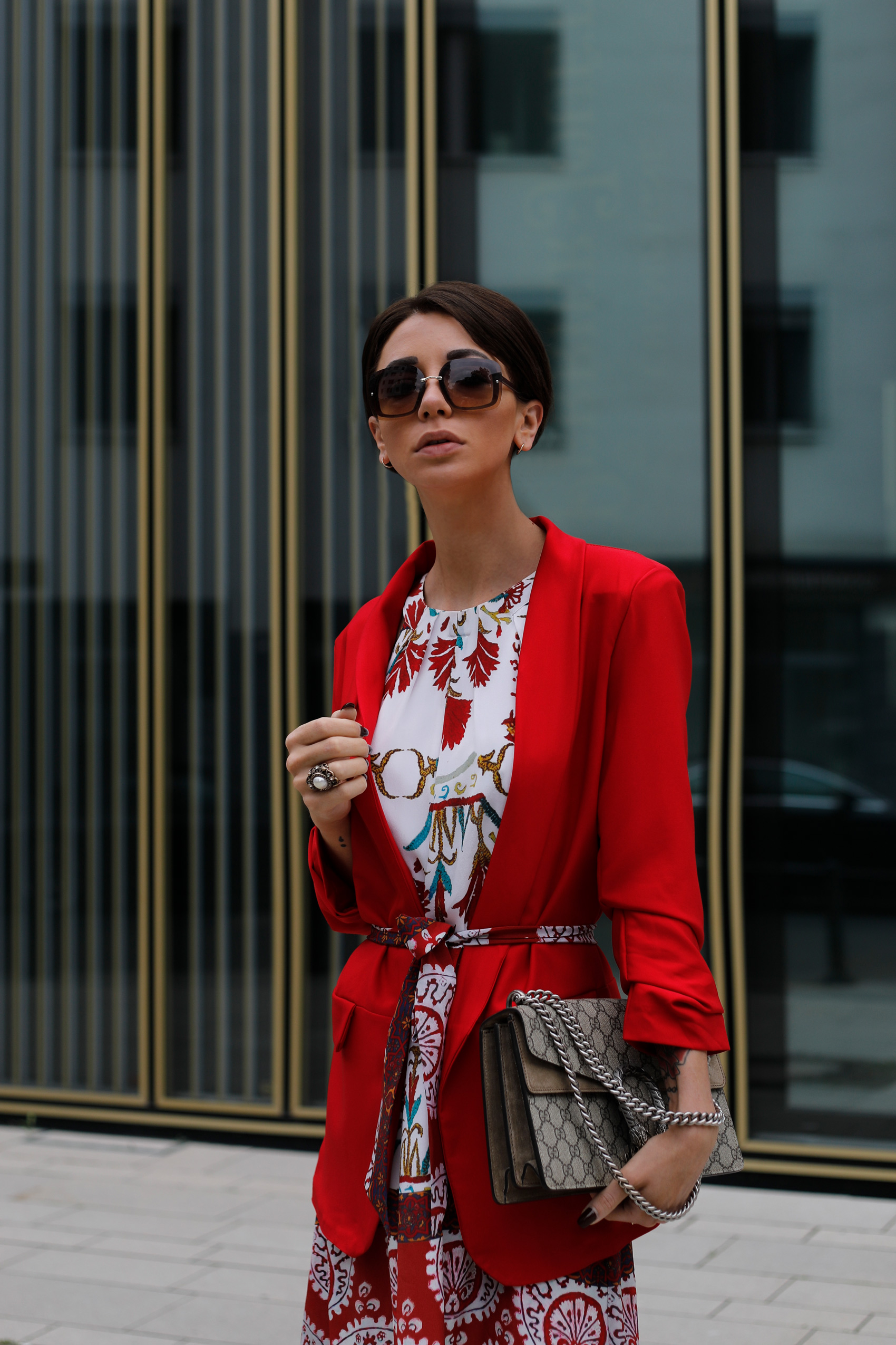 kala-fashion-berlin-sommerkleid-blumenmuster-outfit-deutsche-modeblogger-luxusblogger-jasmin-kessler-couture-de-coeur