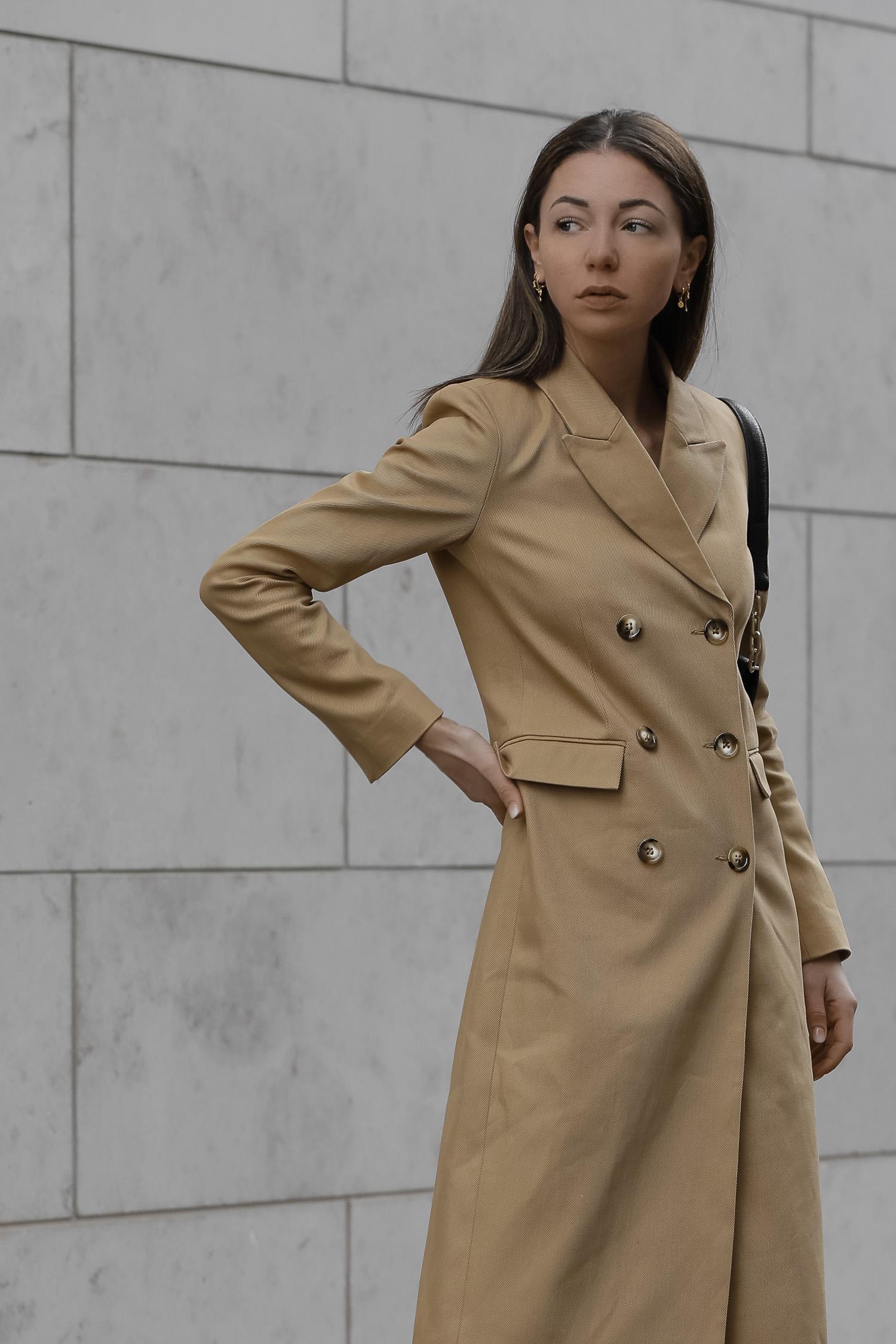jasmin-kessler-modeblogger-2020-streetstyle-ivy-oak-mantel-zalandostyle-3