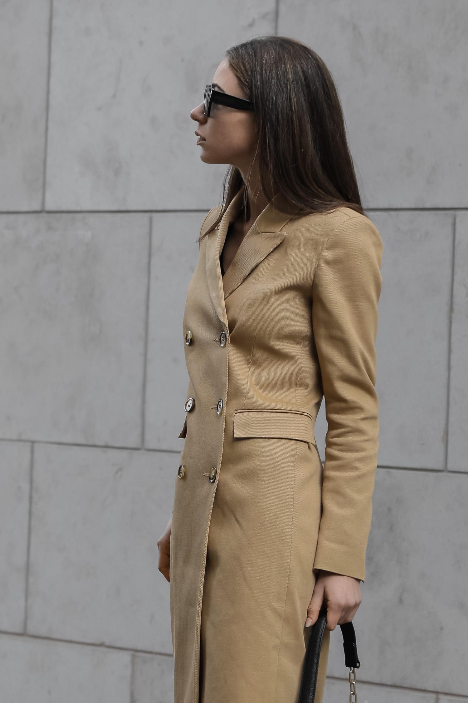 asmin-kessler-modeblogger-2020-streetstyle-ivy-oak-mantel-zalandostyle-
